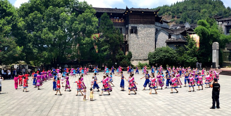 4 Days Best Tour Package of Furong Ancient Town And Zhangjiajie
